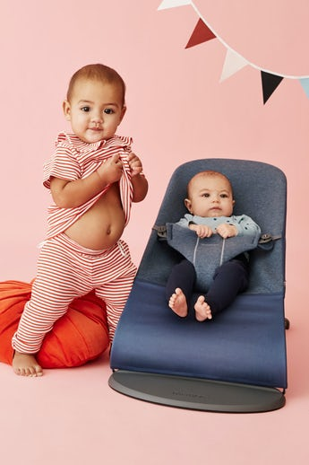Babysitter Bliss i duvblå supermjuk 3D Jersey - BABYBJÖRN