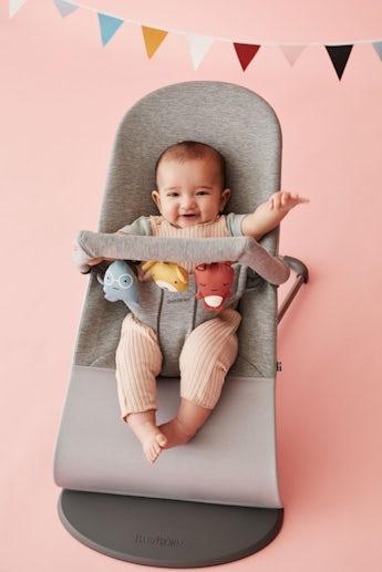 Babysitter Bliss i ljusgrå supermjuk 3D Jersey - BABYBJÖRN