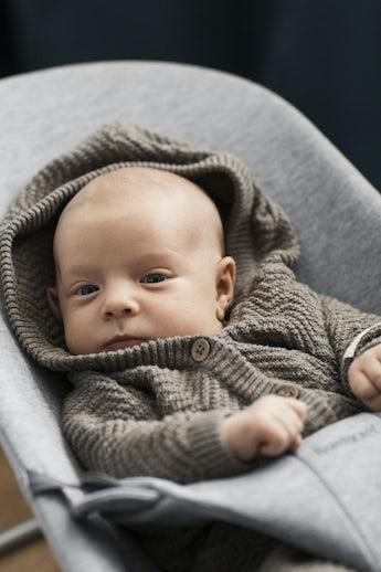 Babysitter Bliss i Ljusgrå supermjuk och gosig 3D Jersey - BABYBJÖRN