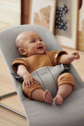 Ergonomische Babywippe Bliss Hellgrau in 3D Jersey - BABYBJÖRN