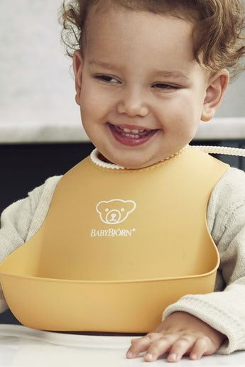 Baby Bib with deep spill pocket, 2-pack, Powder Yellow and Green - BABYBJÖRN