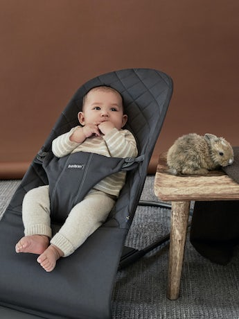 Bouncer Bliss in Anthracite Cotton with toy Googly Eyes in pastel colours - BABYBJÖRN