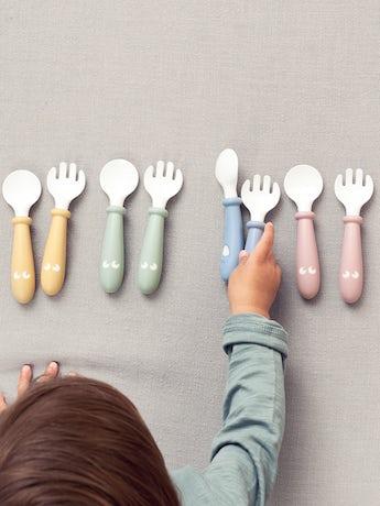 Cuillère et Fourchette pour Bébé, lot de 4, Jaune, Bleu, Vert et Rose Pastel - BABYBJÖRN