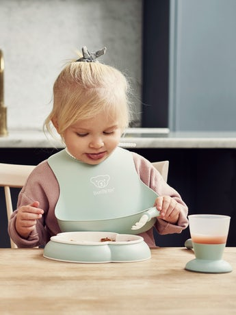 Baby Dinner Set Powder Green in BPA-free plastic - BABYBJÖRN