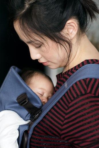Porte-bébé Mini Bleu Indigo Coton - BABYBJÖRN