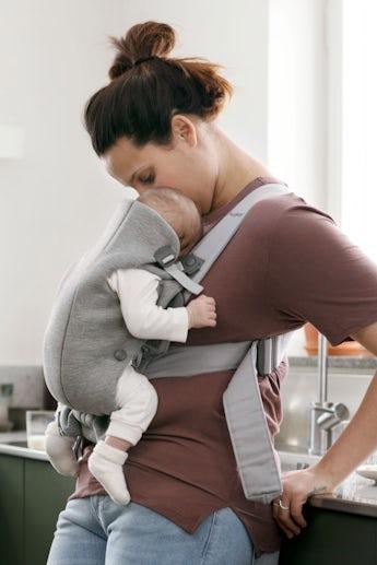 Porte-bébé Mini Gris Clair en 3D Jersey - BABYBJÖRN