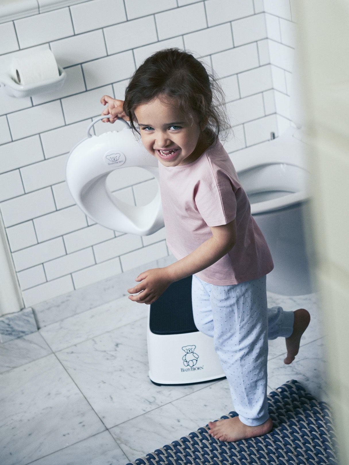 Toilette Blanc Et Gris réducteur de toilette pratique pour enfant   babybjÖrn