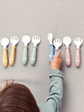 Baby Spoon and Fork, 4 pcs Powder Yellow, Green, Blue or Pink in BPA-free plastic - BABYBJÖRN