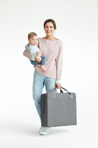 babybjorn-transport-bag-for-travel-crib-grey