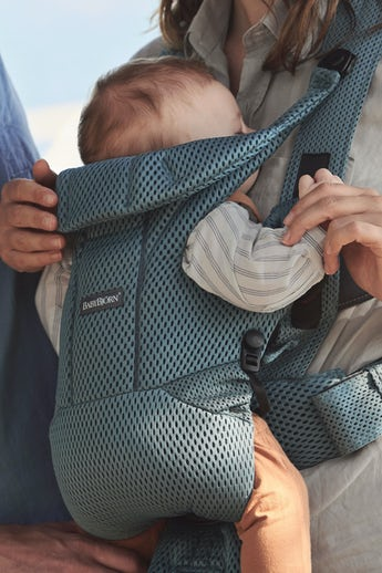 Baby Carrier Move with excellent support and waste belt, padded shoulder support
