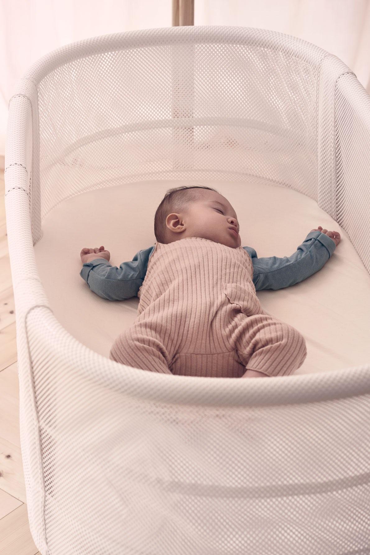 Baby Crib in safe, airy design | BABYBJÖRN
