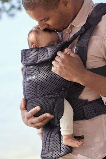 Bärsele Move i luftig mesh som är svalt för dig och barnet - BABYBJÖRN