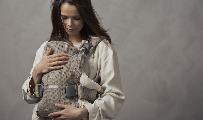 Babytrage One Air Greige in luftigem 3D Mesh - BABYBJÖRN