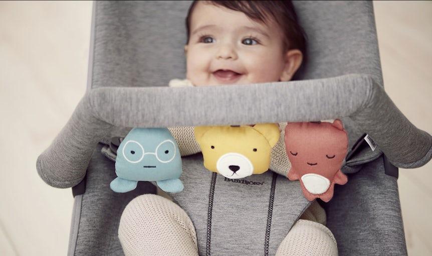 Babysitter Bliss Ljusgrå 3D Jersey med leksak Mjuka vänner- BABYBJÖRN