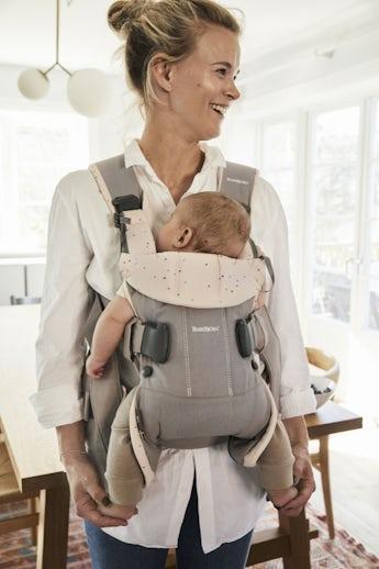 Babytrage One Klassisch grau/Rosa Streusel Cottonmix - BABYBJÖRN