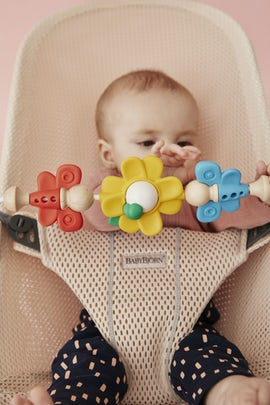 Bouncer Bliss Pearly Pink in Mesh with Toy Flying Friends Bundle - BABYBJÖRN
