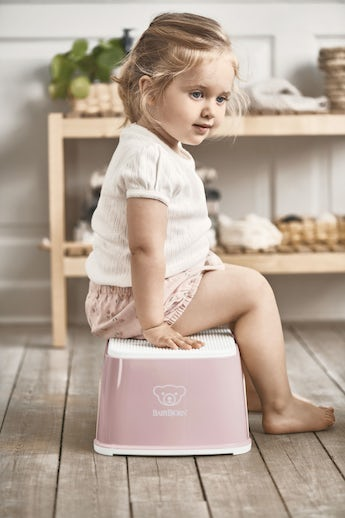 Step Stool Powder pink/White - BABYBJÖRN