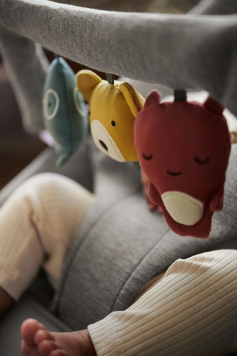 Leksak mjuka vänner - passar alla babysitters från BABYBJÖRN