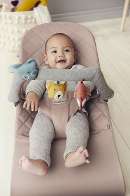 Bouncer Bliss Old Rose Cotton with toy Soft Friends Bundle - BABYBJÖRN