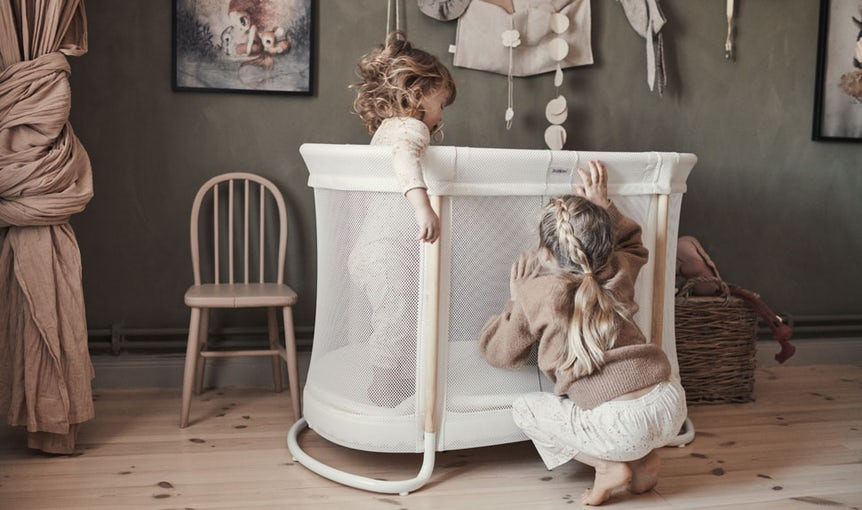 Baby Cot White in Mesh and Wood - BABYBJÖRN