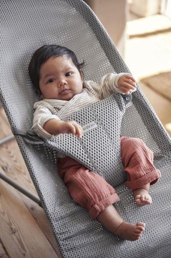 Babywippe Bliss Grau in luftigem Mesh - BABYBJÖRN