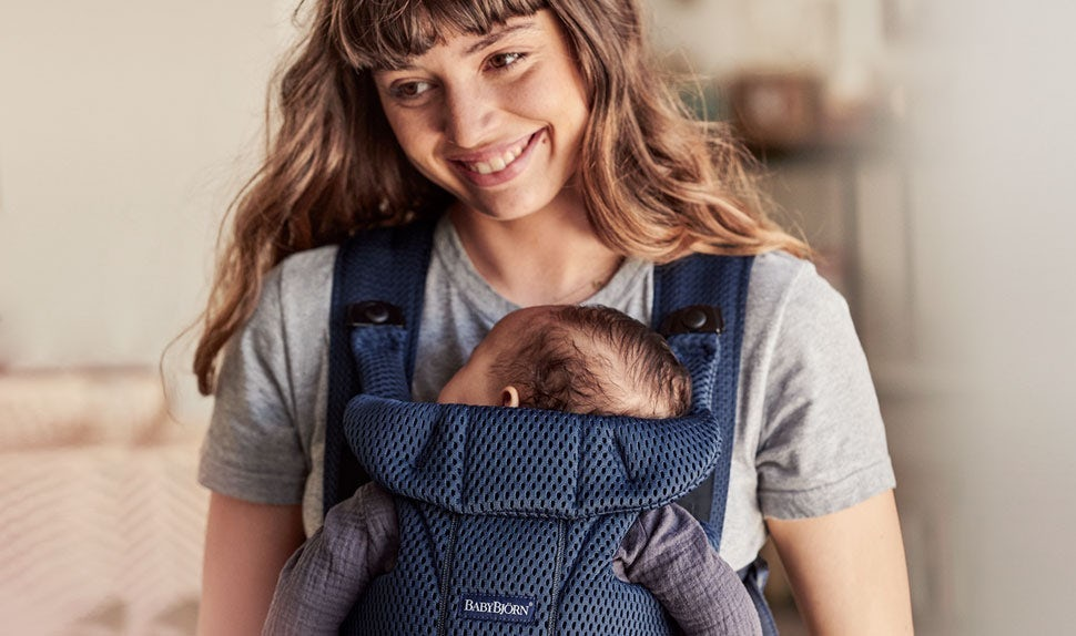 Baby Carrier Move with extra comfort thanks to back support and padded waist belt - BABYBJÖRN