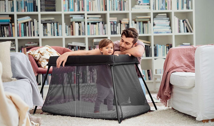Travel Cot Light in Black Airy Mesh - BABYBJÖRN