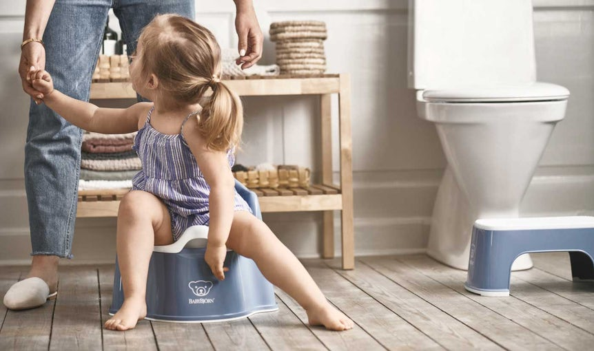 Potty chair and step stool in deep blue - BABYBJÖRN