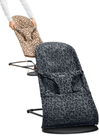 Bouncer Bliss in Anthracite/Leo with fabric seat in Leopard Cotton - BABYBJÖRN