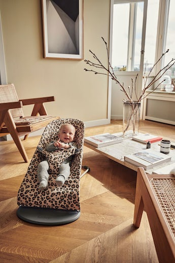 Bouncer Bliss in Beige/Leopard Cotton - BABYBJÖRN