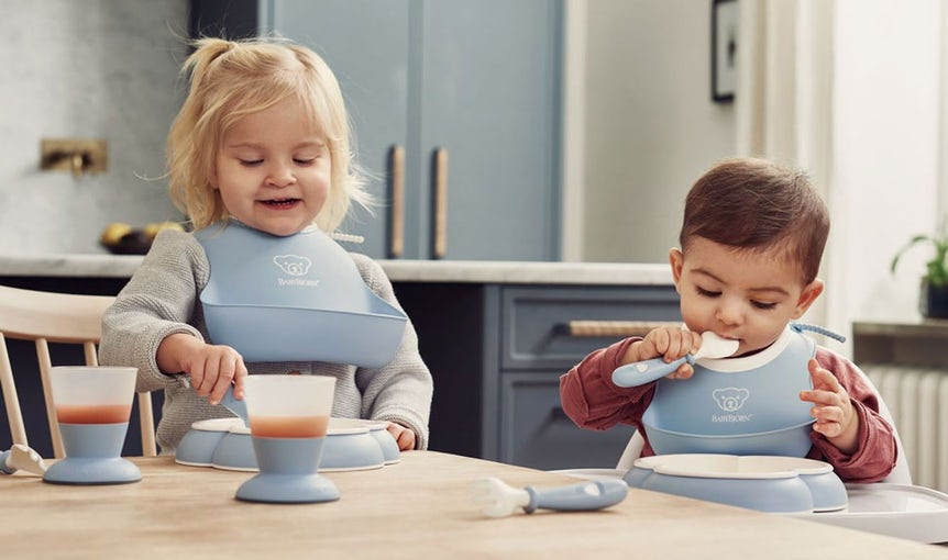 Feeding bib set in powder blue - your baby & food
