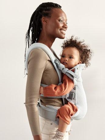 Mochila Porta Bebé Harmony Plata 3D Mesh con apoyo para la espalda acolchado y un diseño ergonómico.