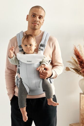 Baby Carrier Harmony combined with a bib that keeps the carrier fresh and clean longer