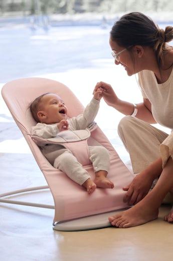 Babysitter Balance Soft i Ljusrosa/grå bomullsjersey och ljusgrå ram