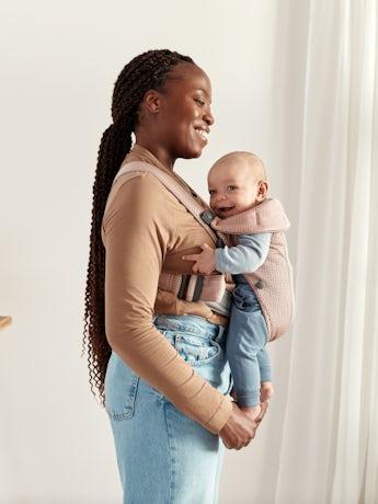 Babytrage Mini in Altrosa 3D-Netzstoff das luftig und weich ist für die Haut