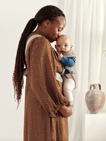 Baby Carrier Mini Grey beige in 3D Mesh - perfect for newborns and easy to adjust to the babywearer