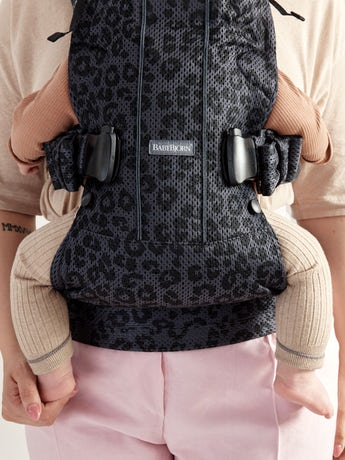 Baby Carrier One Air Anthracite Leopard 3D Mesh. Carry your child facing in, facing out or on your back. From 0–3 years
