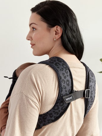 Baby Carrier One Air Anthracite Leopard in 3D Mesh. With three babywearing positions, it's perfect from newborn and up to the age of three years.