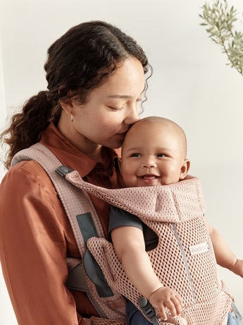 Baby Carrier Move Dusty pink, an ergonomic, user-friendly and flexible baby carrier in soft 3D mesh
