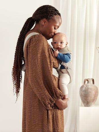 BABYBJÖRN Mochila Porta Bebé Mini Arena Malla 3D, suave y segura para recién nacidos.