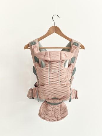 Mochila Porta Bebé Move Rosa palo, una mochila ergonómica, simple y práctica de suave malla 3D