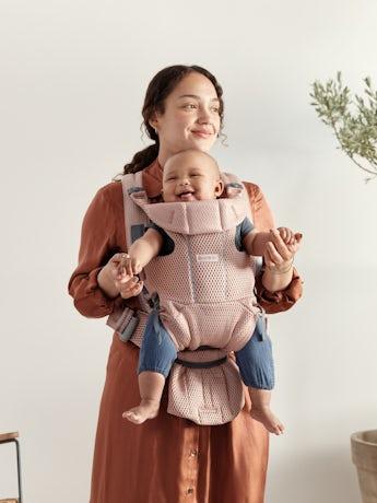 Porte-bébé Move Rose Poudré Mesh 3D. Un porte-bébé agréable et facile à porter pour simplifier une vie active.