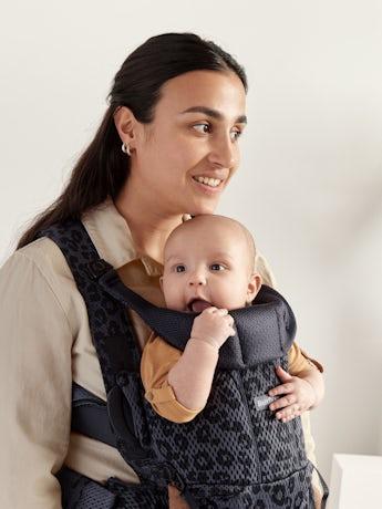 Marsupio Move, ergonomico in mesh con un ottimo sostegno ad anche e schiena, per portare il bambino più a lungo. Comodo e pratico, da 0 a 15 mesi.