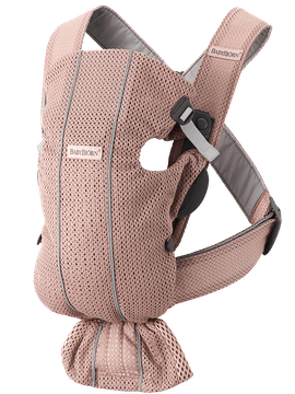 Marsupio Mini Rosa polvere Mesh 3D creato per adattarsi ai neonati con un design morbido, facile da regolare per chi lo indossa.