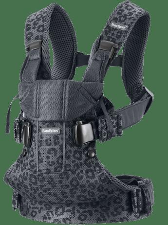 Bärsele One Air in Antracitgrå/Leopard 3D mesh. Med tre bärsätt och ergonimskt ryggstöd