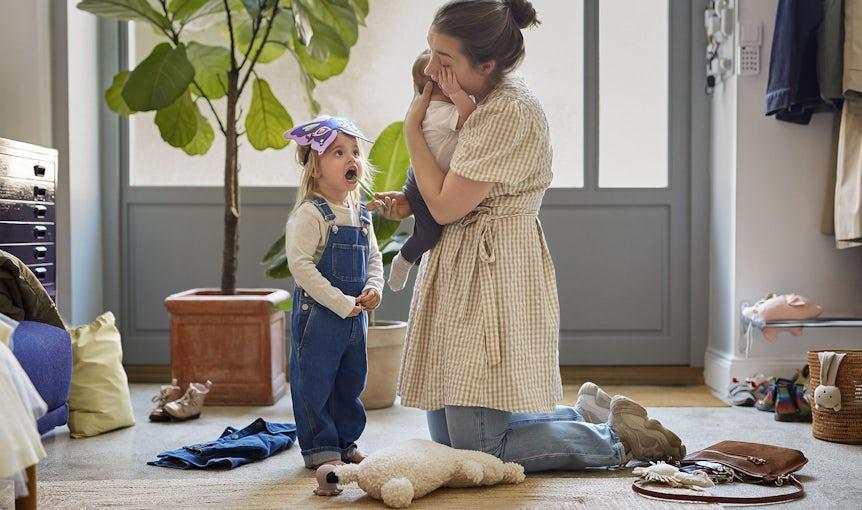 Babybjorn I Vi behöver alla hjälp ibland. Och i de stunderna finns våra babysittrar där för dig. De erbjuder en hjälpande hand – genom att frigöra dina.